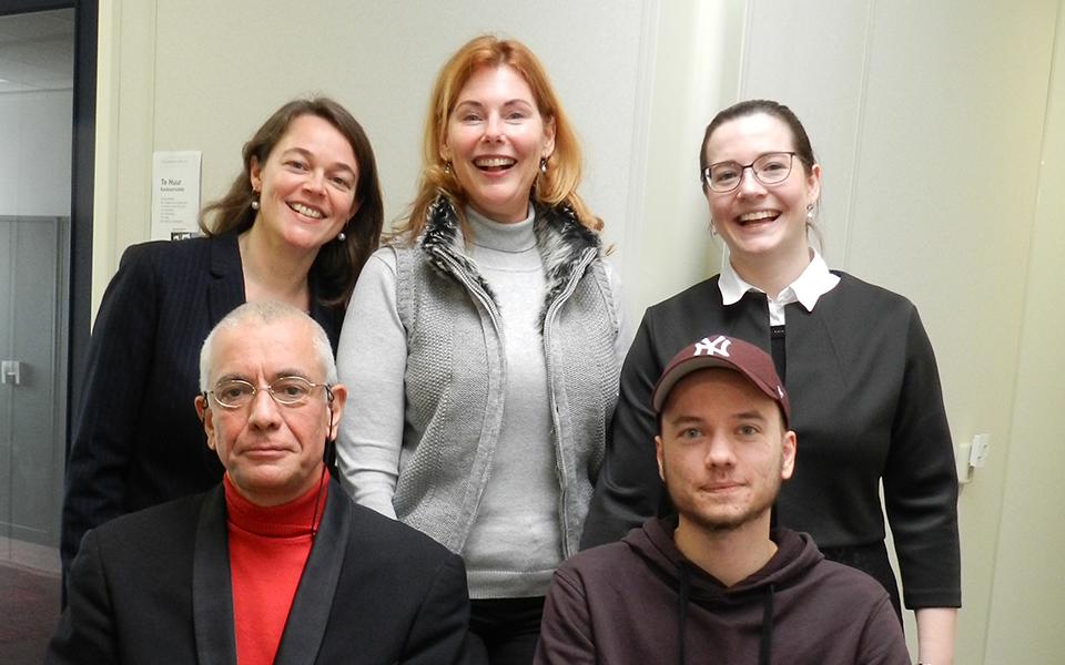 Groepsfoto van de bestuursleden Op Eeigen Tenen Voor emancipatie mensen met autisme.